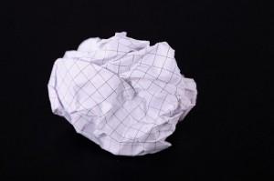 hoja-de-papel-arrugado-bola-de-papel-macro_385259