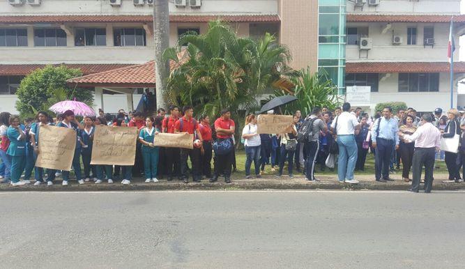 Estudiantes-Udelas-solicitud-desalojo