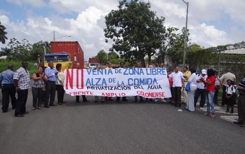 varios grupos de Colón protestaron hoy.